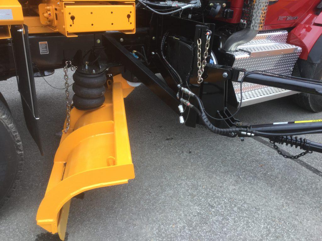 Gratte sous-châssis pour camion de déneigement