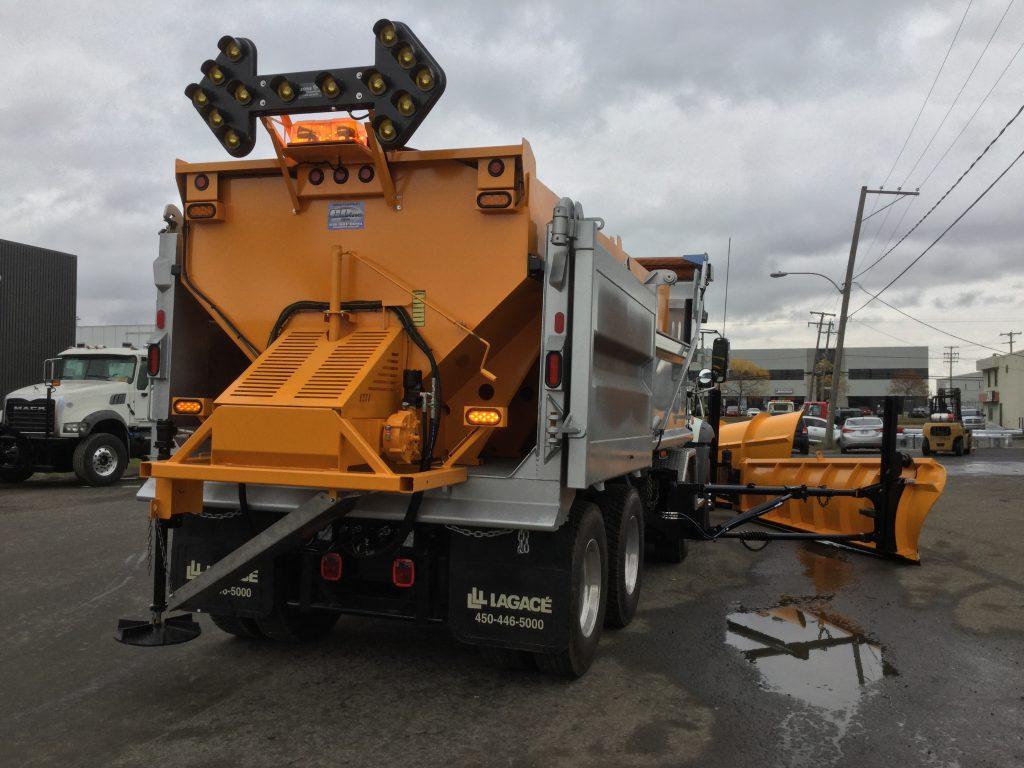 Épandeur de sel embarqué  pour camion  déneigement / déglaçage