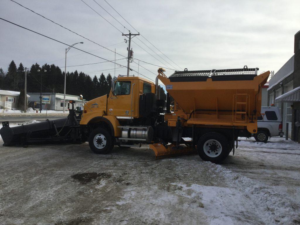 Épandeur de sel pour camion 6 roues déneigement / déglaçage