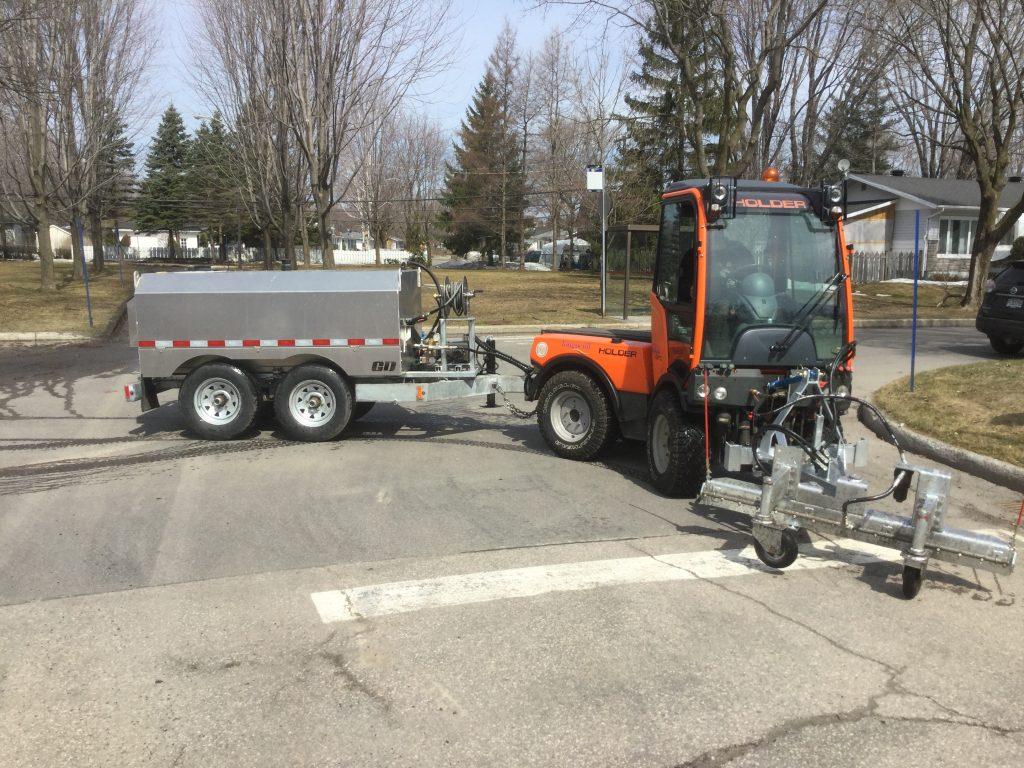 Nettoyeur à trottoir pour camion